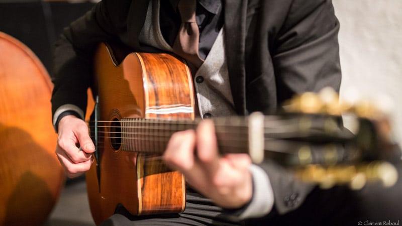 comment-bien-choisir-sa-guitare-jazz-manouche-bob-holo-1