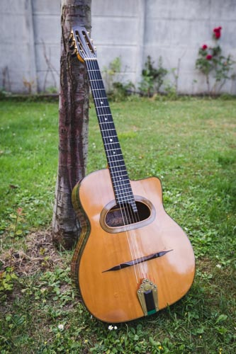 photo a propos guitare jazz manouche-1