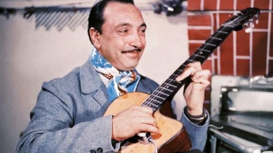 main droite guitariste Django Reinhardt jeu en démanchés